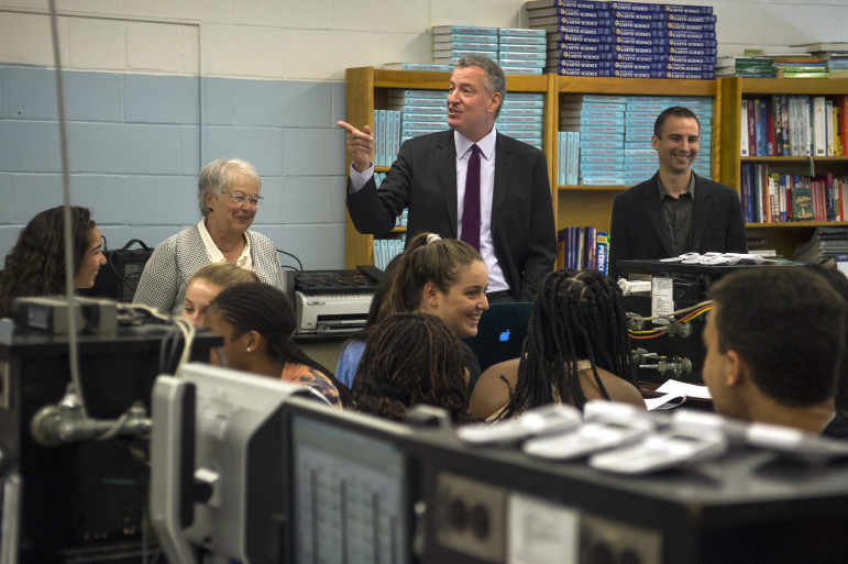 Chancellor Carmen Farińa and Mayor de Blasio at a school visit last year.